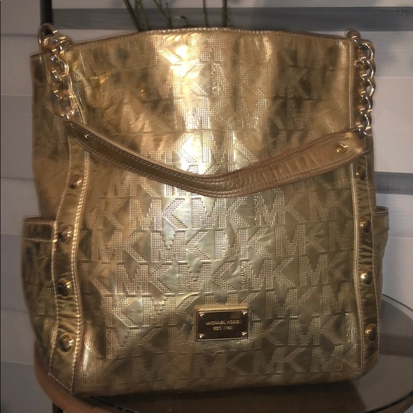 80626e35186b3b 💯Authentic MK Mirror Metallic Delancy Large. M_5a4465495512fd7fbf0b9dea.  Other Bags you may like. Michael kors handbag and wristlet
